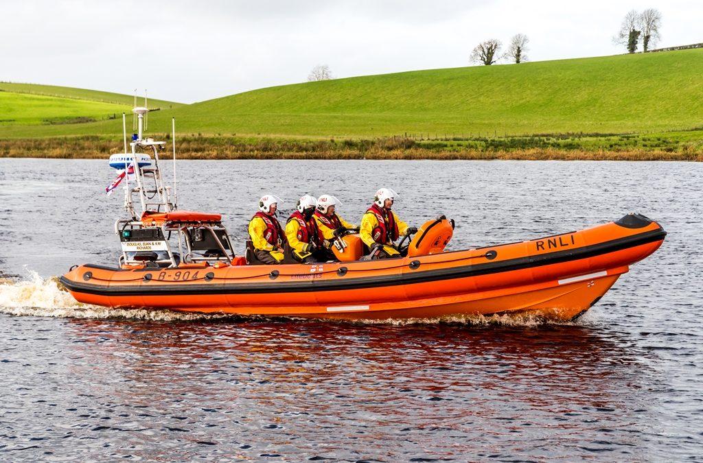 Carrybridge RNLI assist two people on a broken down vessel