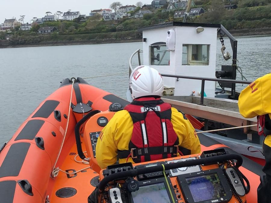 Kinsale RNLI lifeboat assists small fishing boat just north of Hake Head