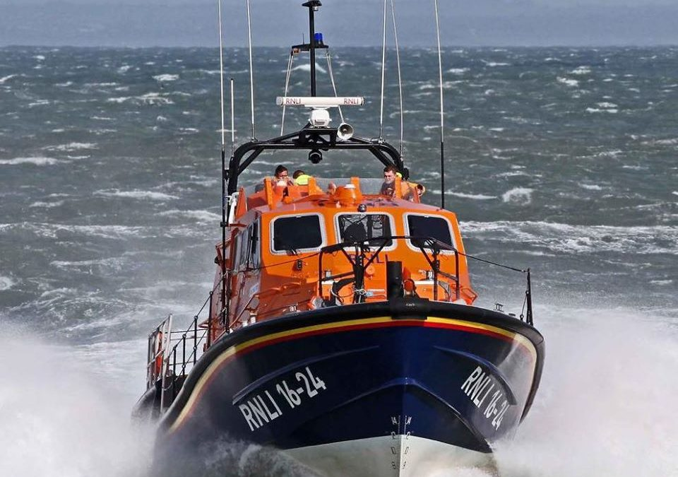Fishing boat recovered to safety by Porthdinllaen RNLI